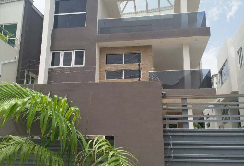 FOR SALE 5 BED DUPLEX (BANANA ISLAND)