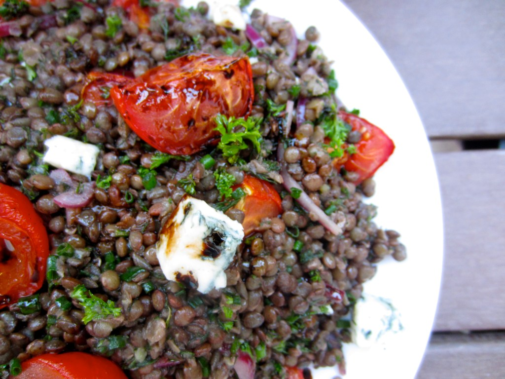 Lentils with tomatoes and gorgonzola