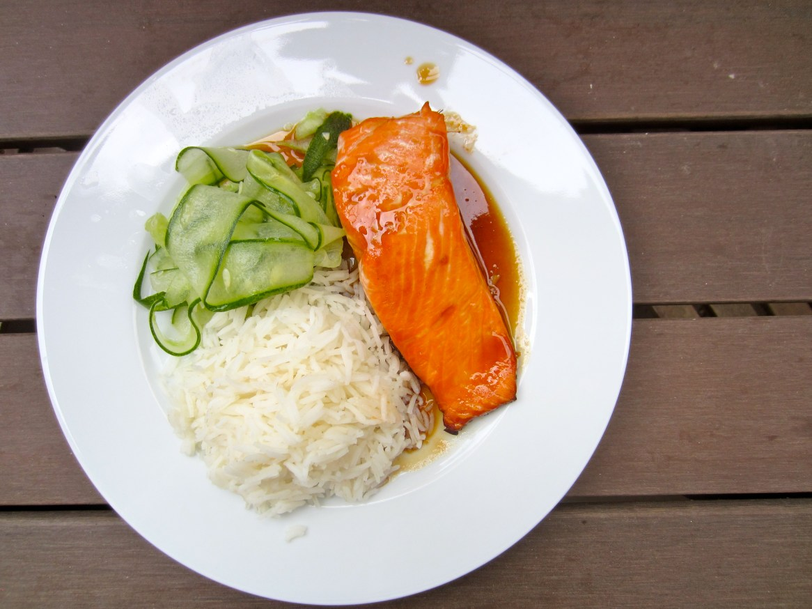Salmon with rice and cucumber salad