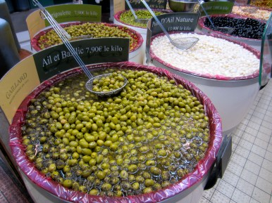 Marinated olives and garlic