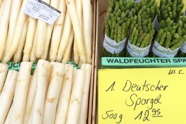 White and green asparagus at the market