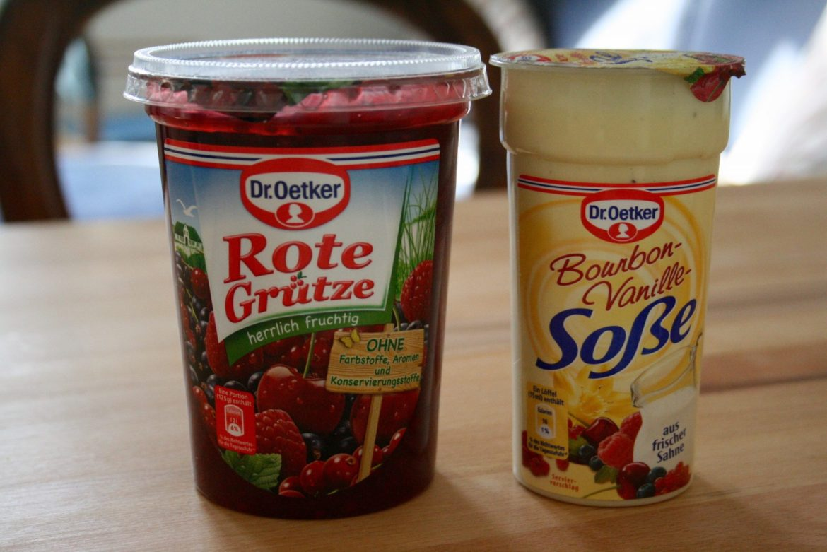 A pot of Dr Oetker Rote Grütze and Vanillasoße