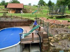 A garden with trampoline, pool in Cleebourg Alsace