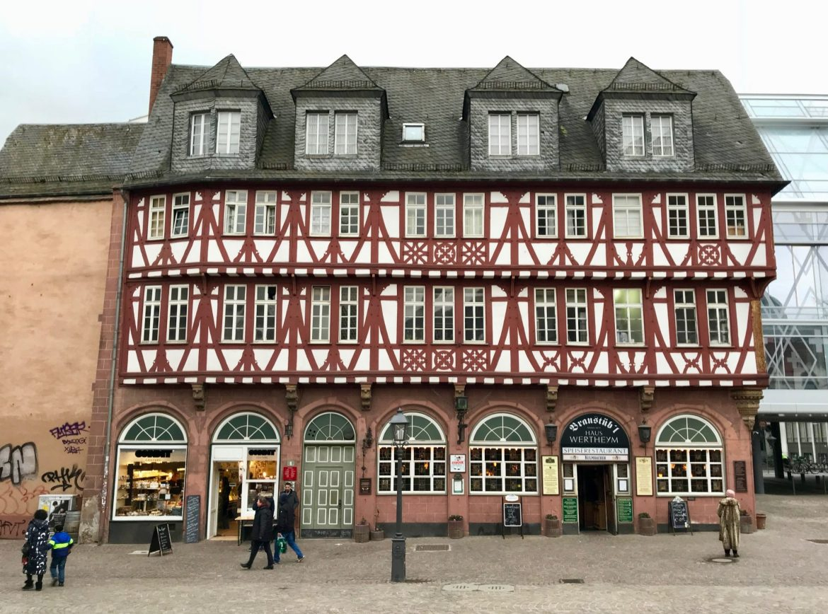 A half-timber house in Frankfurt containing a restaurant and a tiny café