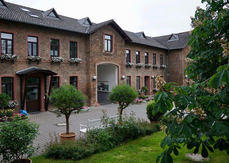 Brick buildings and plants at Domäne Mechtildshausen