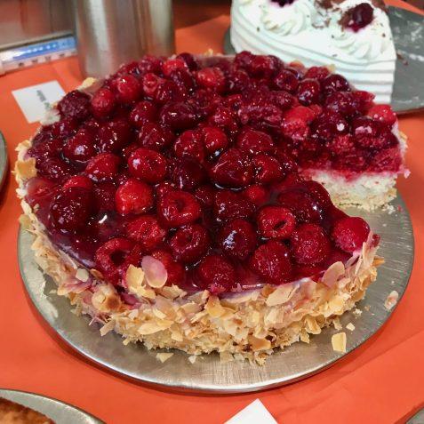 A raspberry cake with almonds at Domäne Mechtildshausen