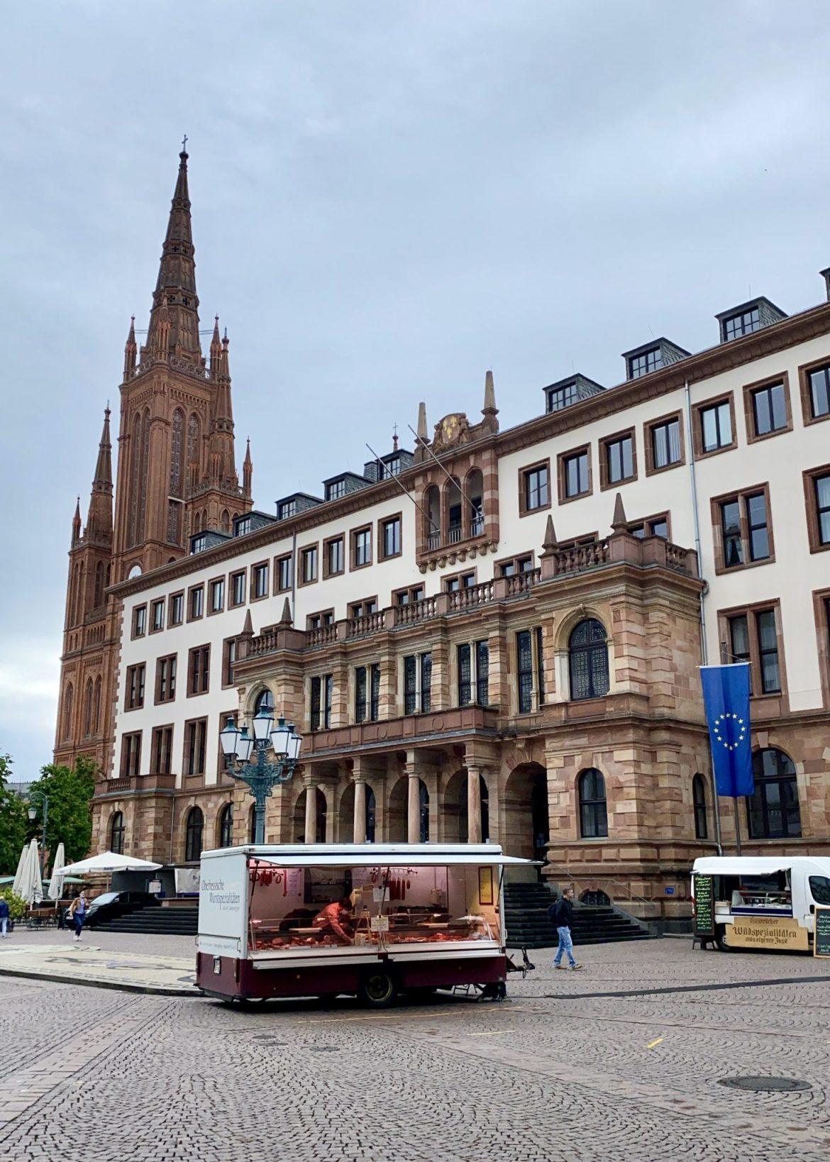 The Metzgerei Christ stand at the Wiesbaden Schlossplatz