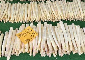 Rows of white asparagus at a farmers market