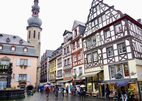 Half-timbered buildings at Cochem Marktplatz in the rain