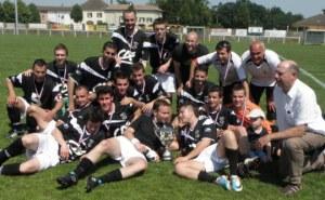 les-chapellois-peuvent-exulter-ils-viennent-de-remporter-la-troisieme-coupe-des-reserves-de-l-histoire-du-club-photo-a-c