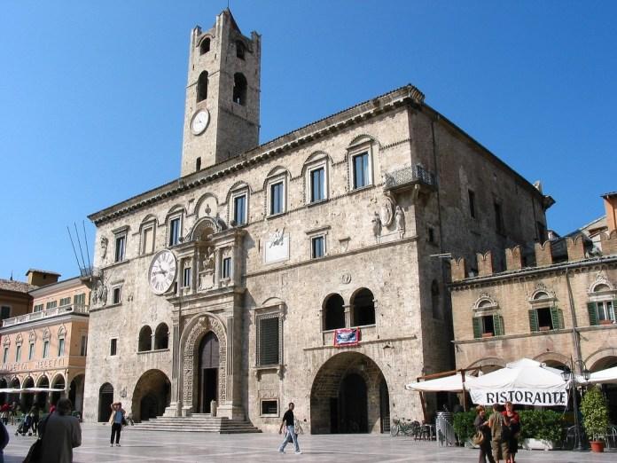 Ascoli, palazzo dei capitani del popolo, fonte Wikipedia