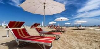 Ombrelloni in spiaggia, foto generica