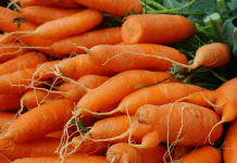 Smuggled carrots are up for sale in the market (WikimediaCommons/Domdomegg)
