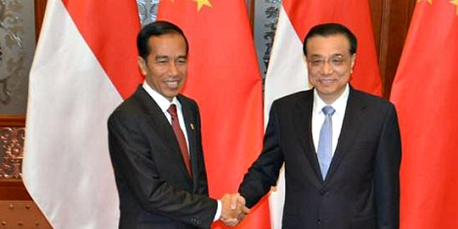 Indonesia president Joko Widodo shakes hands with China President Xi Jinping on his visit to Jakarta in April 2015