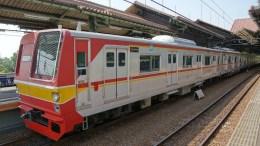 Former Tokyo Metro 6000 series EMU set 6115 at Gambir Station in Jakarta, Indonesia, on a KRL Jabotabek commuter service
