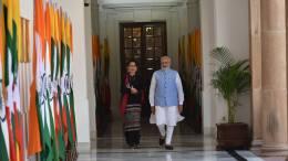 Indian Prime Minister Narendra Modi and Myanmar's Aung San Suu Kyi