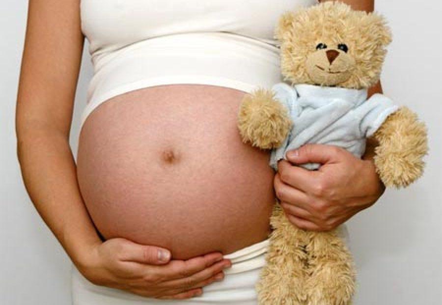¿Cubre un seguro de salud el seguimiento de mi embarazo y el parto?