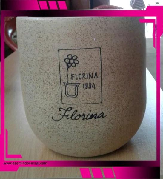 model keramik pot bunga