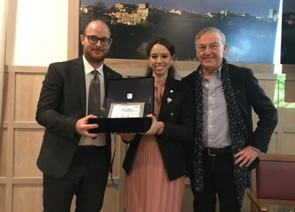 L'enologo Ivan Misuri con Irina Strozzi e Leonardo Tozzi