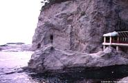 Walk way into Cliffs 01