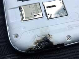 Hati-hati, Ponsel yang Panas Sangat Berbahaya