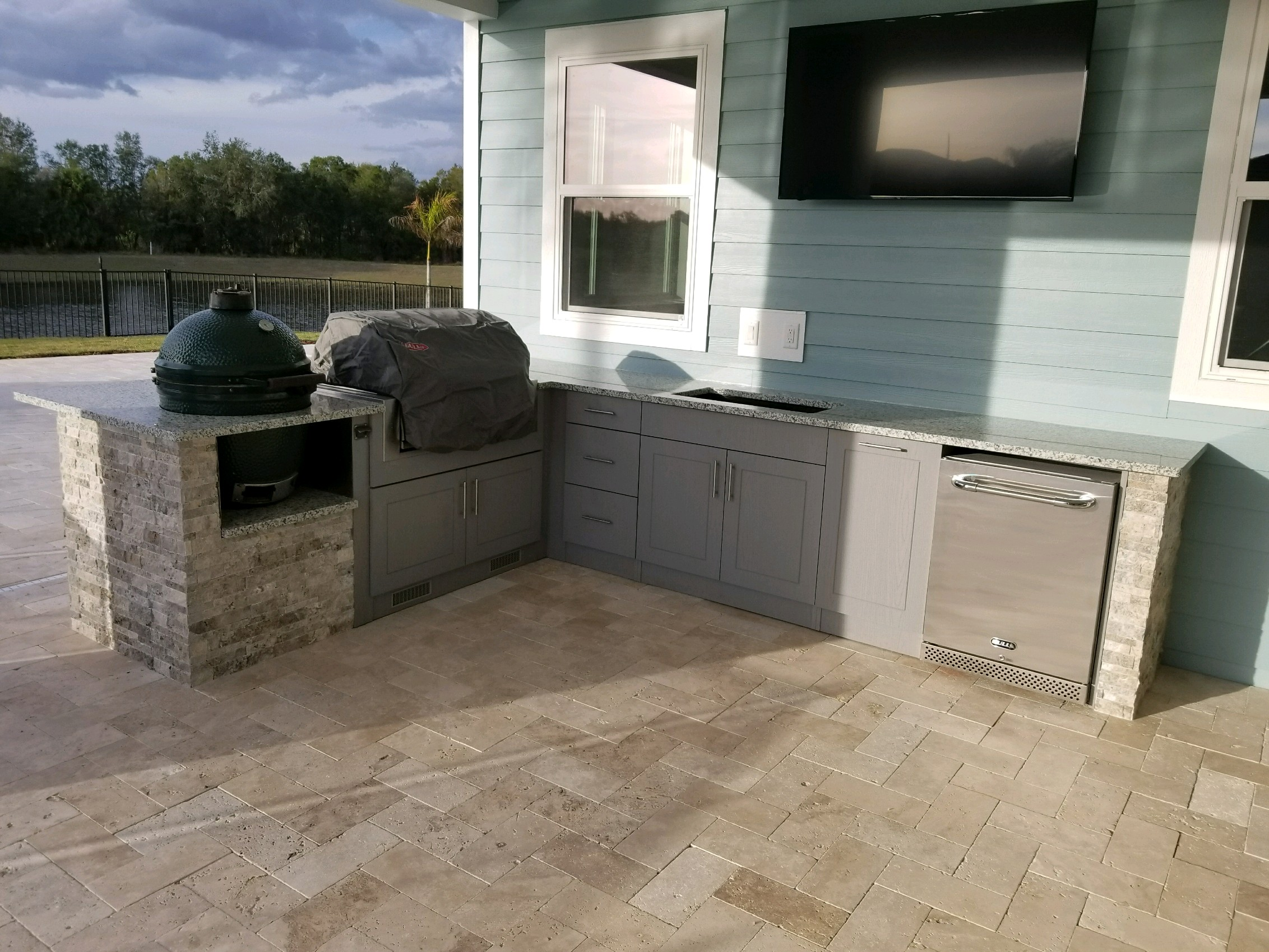 Salt and Pepper grey white granite outdoor kitchen ...