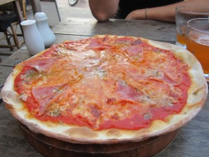 Pizza at cafe mango