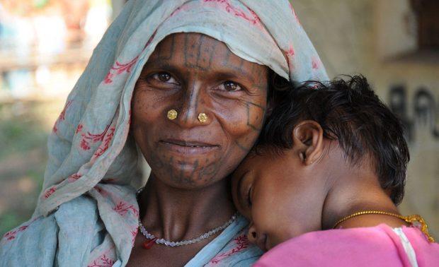 Maliah Kandh-Frau mit krankem Kind (Foto: C.M.)