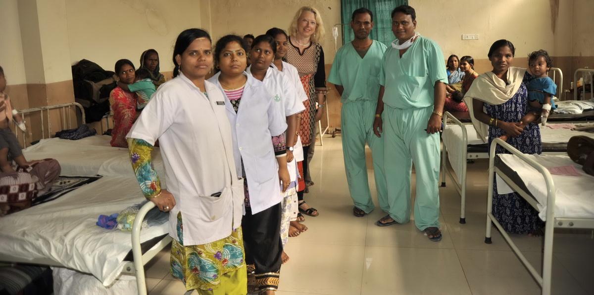 Krankensaal mit Patienten deren Operation vom Förderverein Ashakiran finanziert wurde (Foto: C.M.)