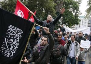 Des partisans d'Ennahda avenue Habib Bourguiba le 8 décembre 2012 à Tunis KHALIL AFP.COM