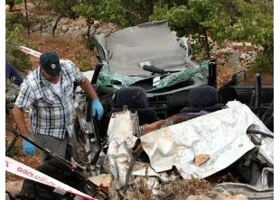 La voiture d'Asher Palmer, détruite par les jets de pierres