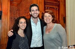 Elior Liss, Jonathan-Simon Sellem et Véronique Genest, en meeting, dans une synagogue d'Ashdod