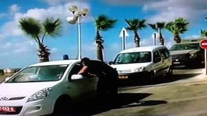 Les forces de sécurité sur les lieux de l'assassinat d'un soldat de Tsahal à Beit Amin près de Qalqilya, samedi (crédit photo: Canal 2 Capture d'écran)