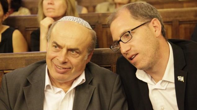 Natan Sharansky (gauche) et Ariel Kandel à Paris (Crédit : JTA/Alain Azria)