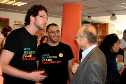 Yaron Burgin  co-propriétaire et directeur général de l'Auberge Avraham Hostel (à gauche et Ouzi Landau)