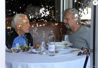 michael-douglas-dejeune-avec-son-pere-ki-950x0-1