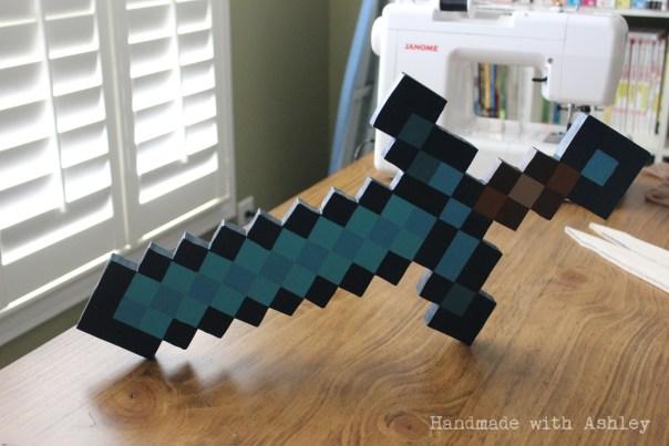 diy_wooden_minecraft_diamond_sword_tutorial (11)