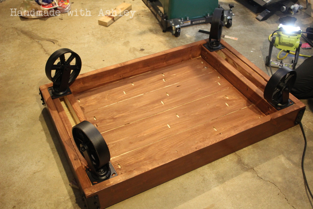 diy industrial factory cart coffee table plans by rogue engineer handmade with ashley. Black Bedroom Furniture Sets. Home Design Ideas