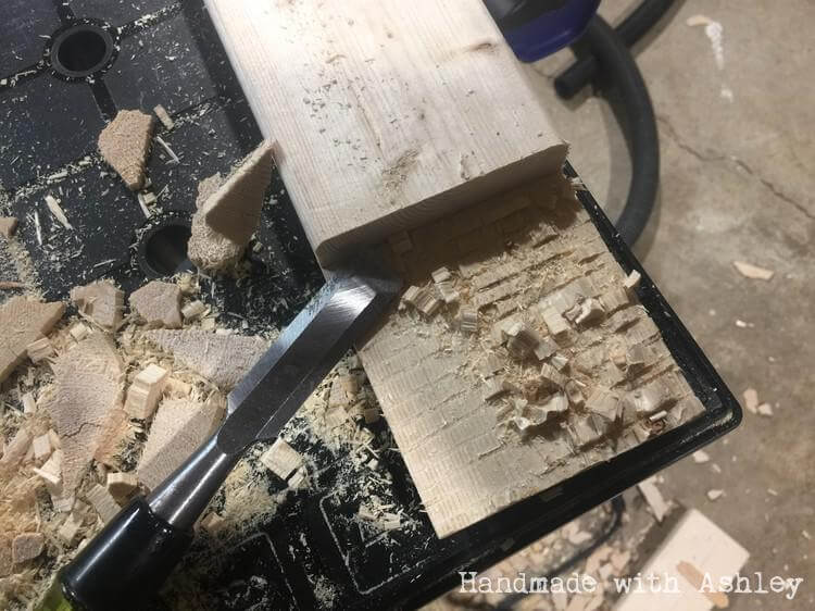 Half lap joint with a circular saw and chisel