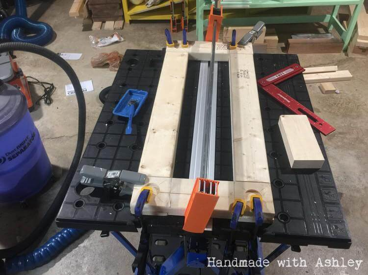 Gluing and clamping mobile base