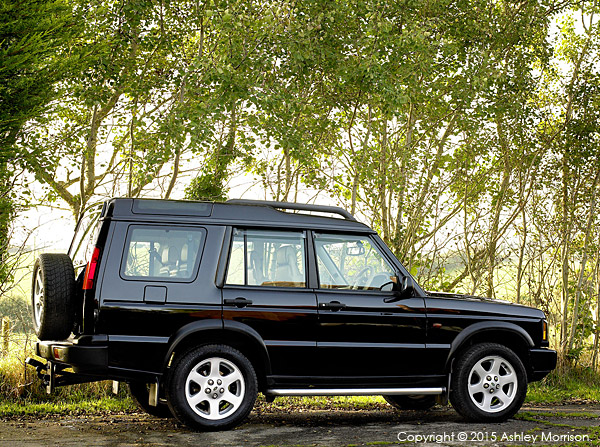 Land Rover Discovery II TD5 Automatic ES Premium finished in metallic Java black with Alpaca leather seats.