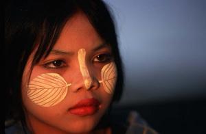 bimba birmana Birmania e Thailandia viste da Mae Sot