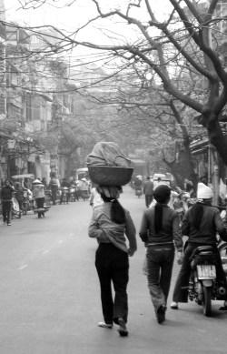 hanoi vietnam venditrici ambulanti