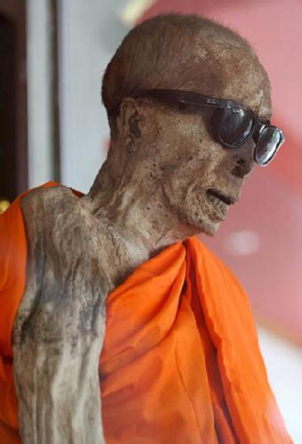 thailand monk mummy koh samui freak travel mummia