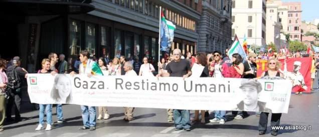Restiamo Umani. Foto Alessio Fratticcioli