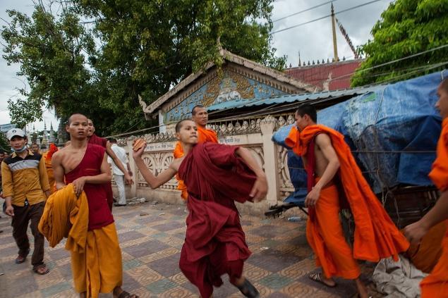 Cambogia: elezioni 2013 farsa rabbia monaci buddhisti