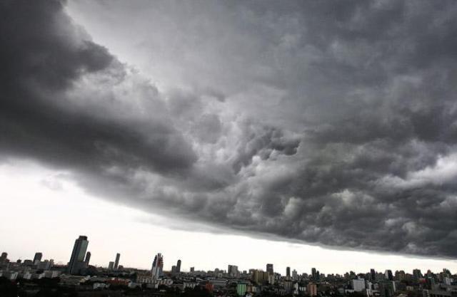 Nuvole nel cielo di Bangkok - http://www.telegraph.co.uk/ - foto EPA