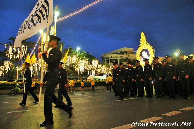 thailandia re compleanno sfilata monarchia