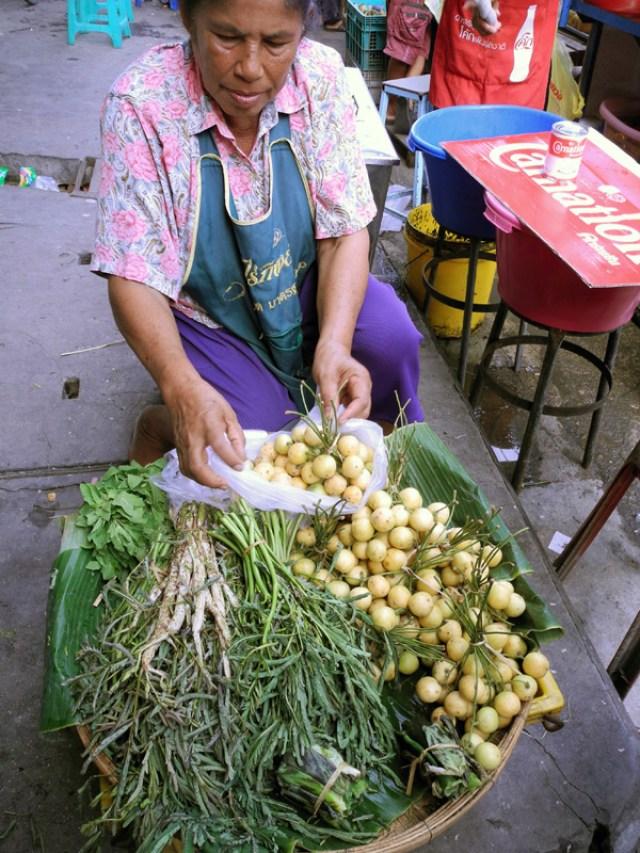 thailandia donna mercato frutta viaggi