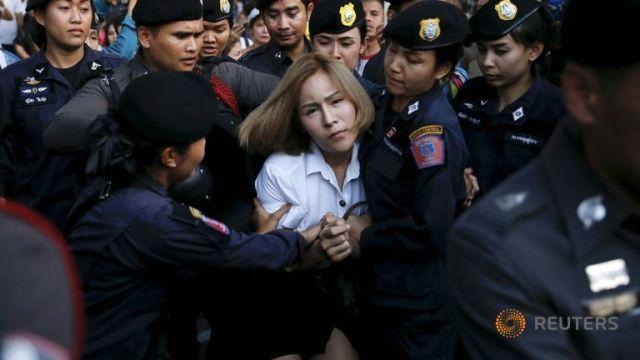 thailandia bangkok donna studentessa arrestata militari